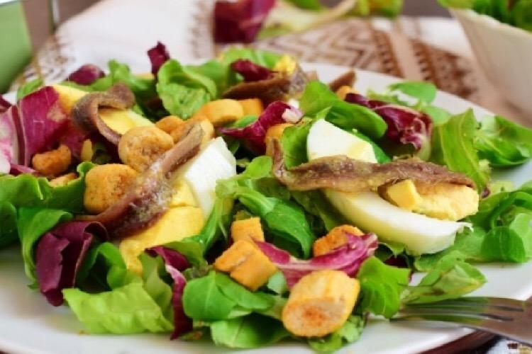 Восхитительный салатик с анчоусами