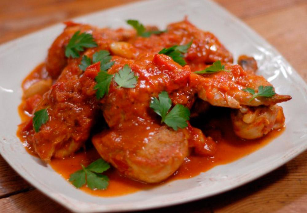 Невероятно вкусная тушеная говядина в томатном соусе