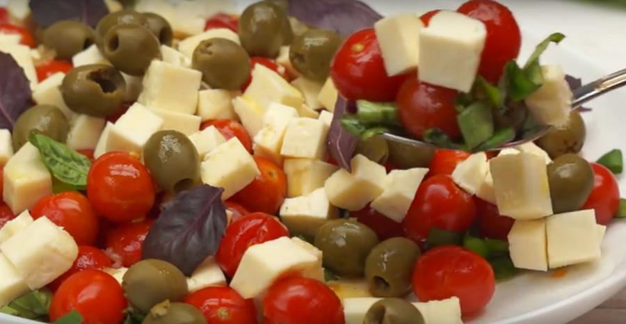 Такого вкусного салат вы еще не пробовали. Весь секрет в заправке