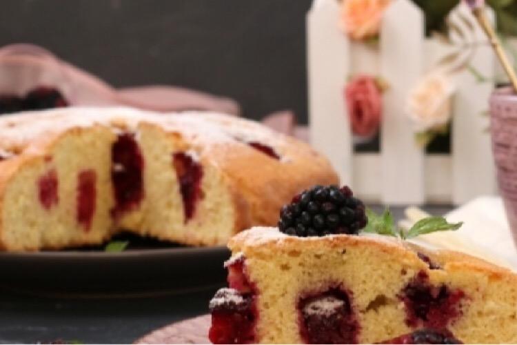 Восхитительный пирог с ежевикой для домашнего чаепития