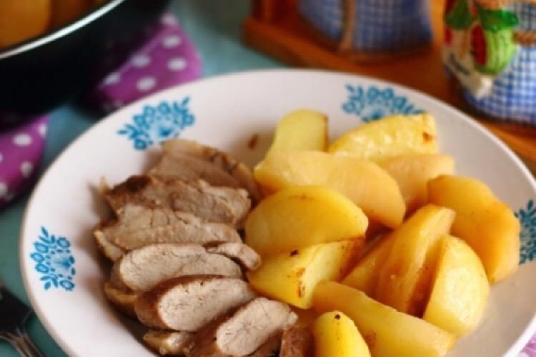 Обалденная утиная грудка с яблоками и картофелем