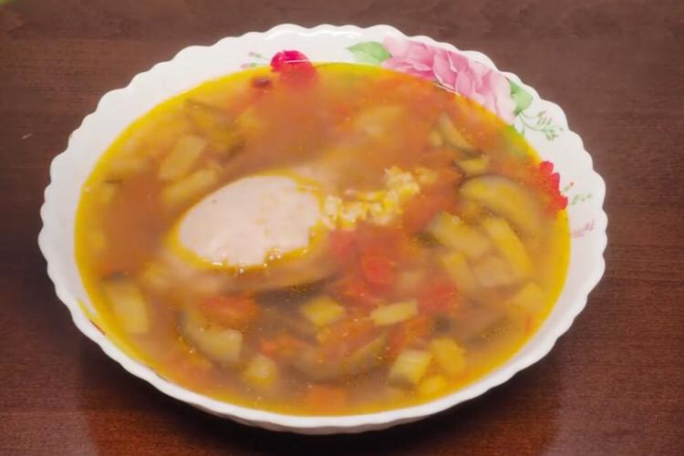 Готовим в мультиварке: аппетитный суп с баклажанами