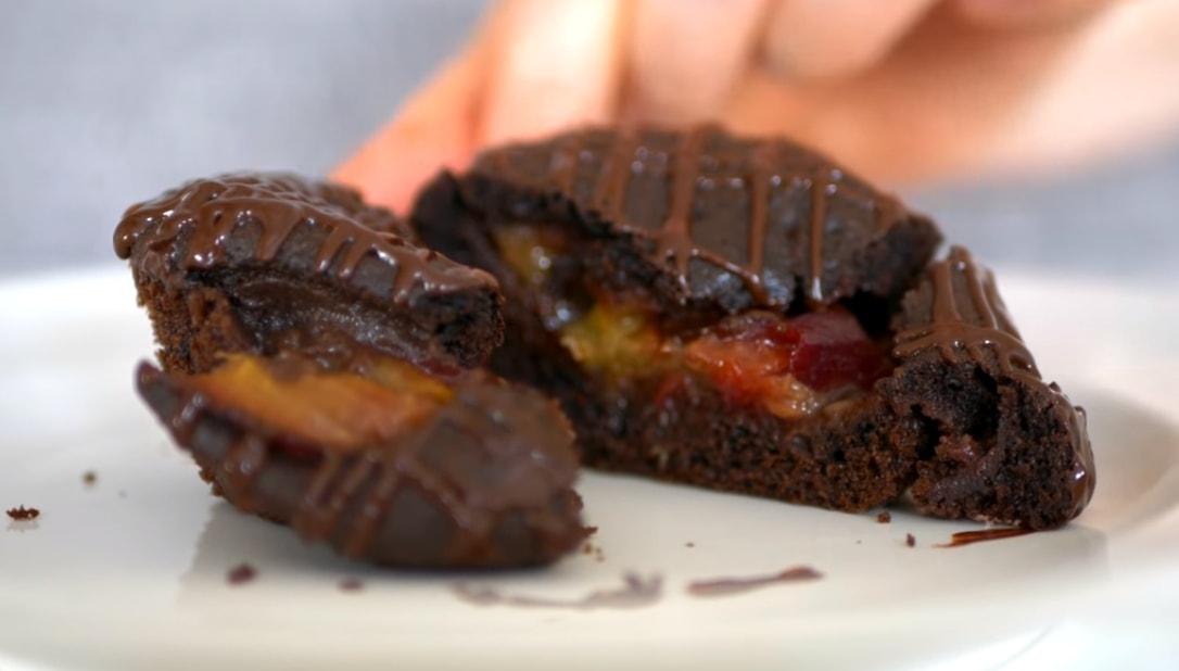 Обалденные шоколадные кексы со сливами
