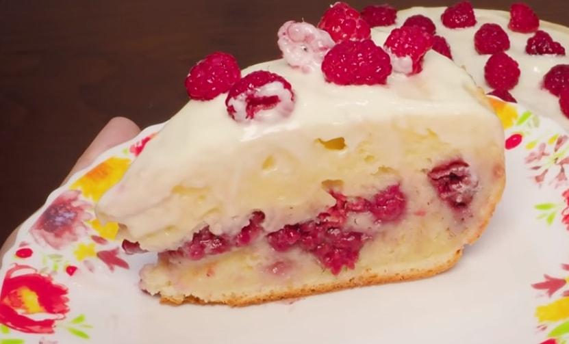 Готовим в мультиварке: восхитительный творожный пирог с малиной