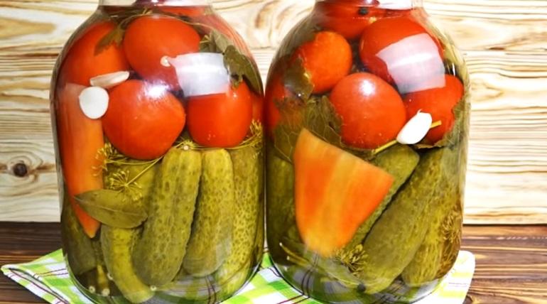 Ассорти из огурцов и помидоров на зиму: невероятно вкусная заготовка