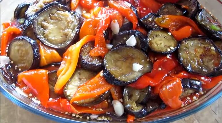 Баклажаны с болгарским перцем в маринаде: деликатес из баночки