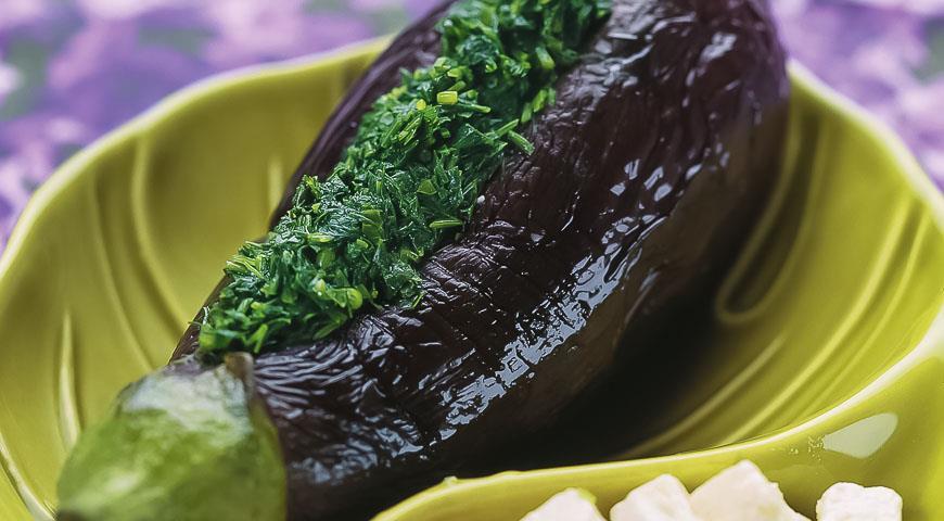 Квашеные баклажаны с чесноком и зеленью