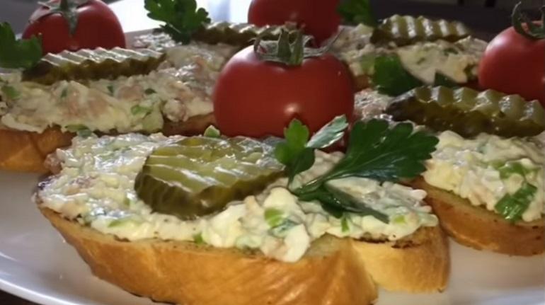 Бутерброды с печенью трески: шикарная закуска для любого стола