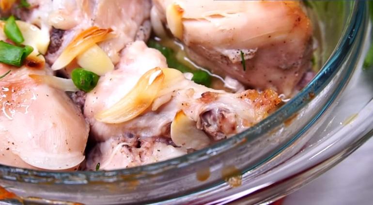 Курица, тушенная в собственном соку: результат порадует всех