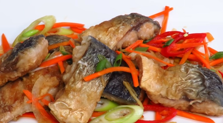 Маринованная с овощами скумбрия в великолепном маринаде