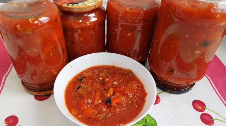 Очень вкусная баклажанная икра с помидорами: закрываем на зиму