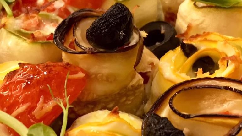 Овощные рулетики с сыром и маслинами: идеальная закуска на все времена