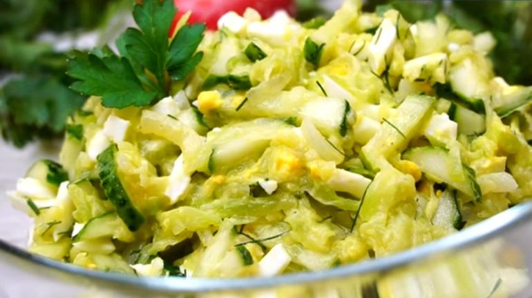 Салат из кабачков с огурцами: настолько вкусный, что сражает наповал