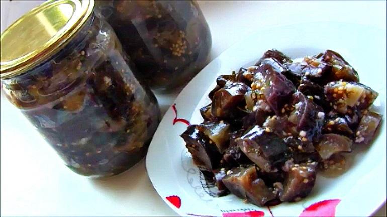 Соленые с чесноком баклажаны: заготовки впрок