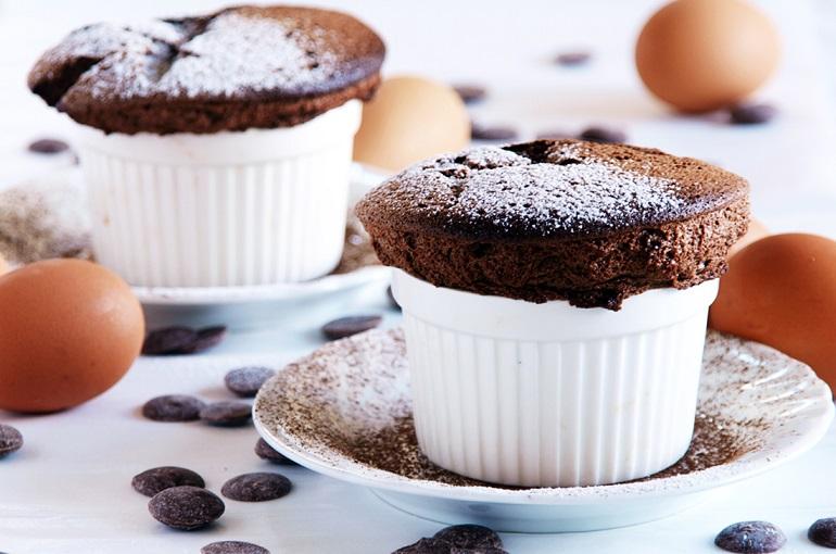 Суфле с шоколадом и кофейным соусом: диетический десерт для худеющих