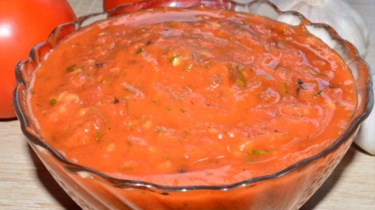 Томатный соус к любому блюду: три великолепных рецепта