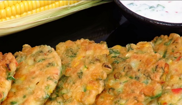 Изумительные оладьи с кукурузой: и легкий соус в придачу