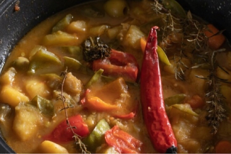 Вегетарианская вкуснятина: тушеные овощи в казане