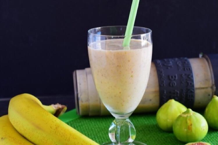 Отменный смузи с бананом и инжиром