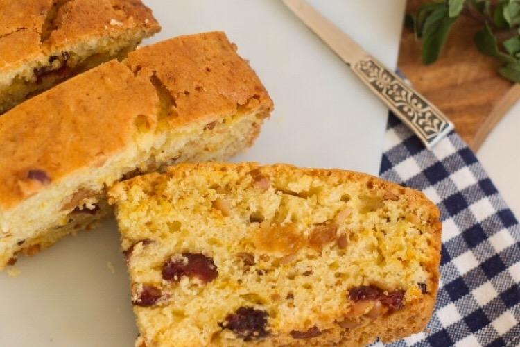 Потрясающий постный пирог с орехами и сухофруктами