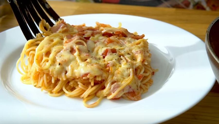 Паста с беконом в томатно-чесночном соусе