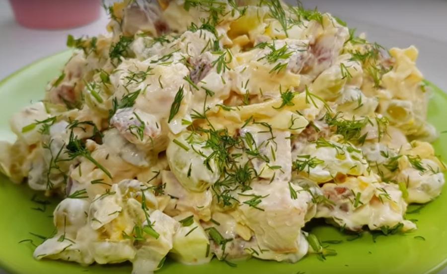 Невозможно удержаться, этот салат займет почетное место на праздничном столе