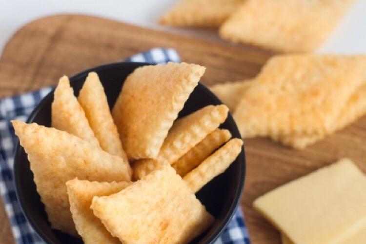 Потрясающие пряные сырные крекеры