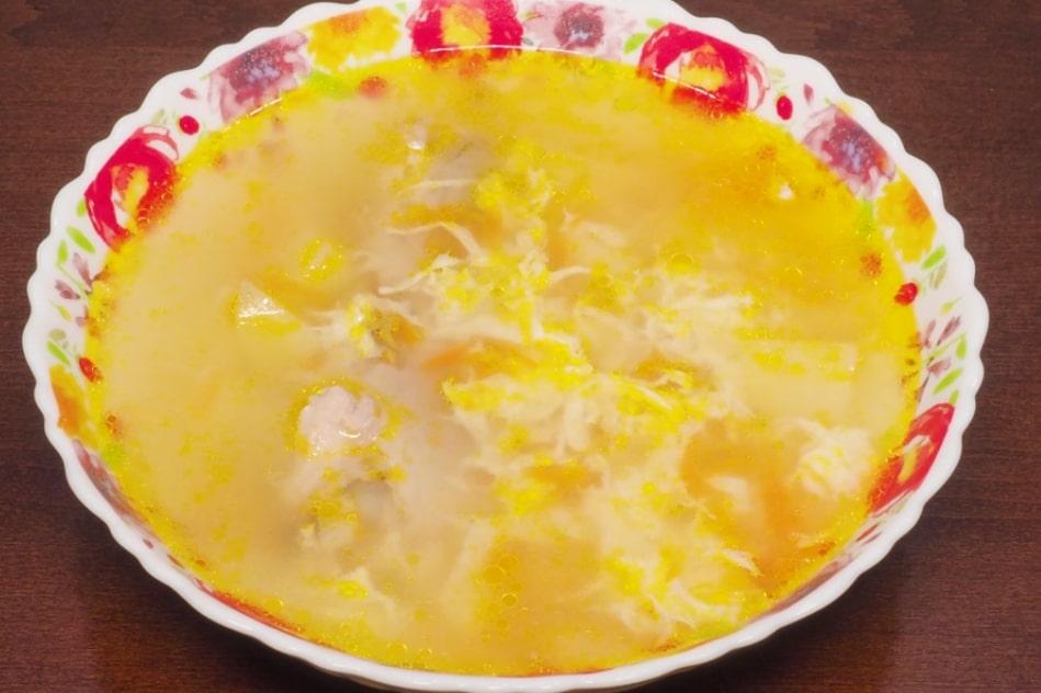 Готовим в мультиварке: вкусный куриный суп с яйцом