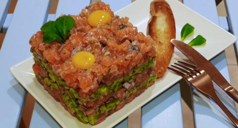 Превосходный тартар из лосося: закуска к праздничному столу