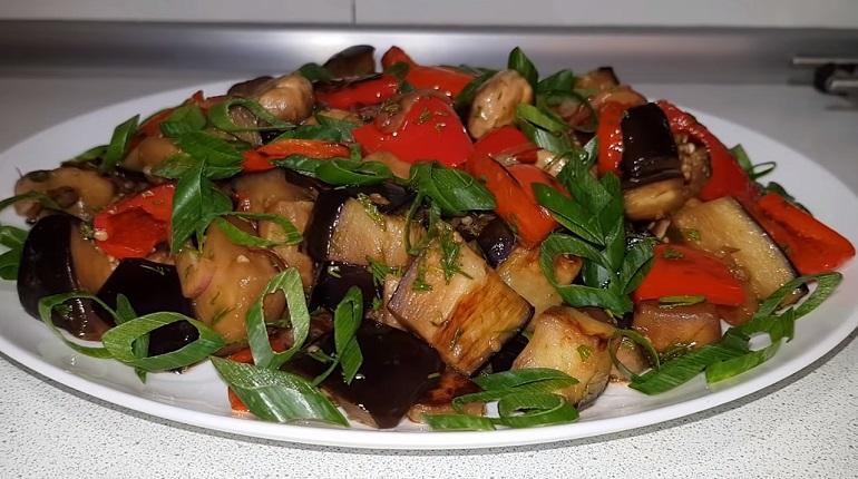 Аппетитный салат из баклажанов с грибами: закуска на «отлично»