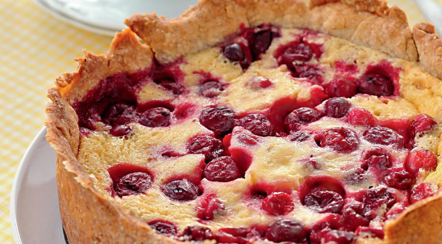 Очень аппетитный и простой пирог с ягодами