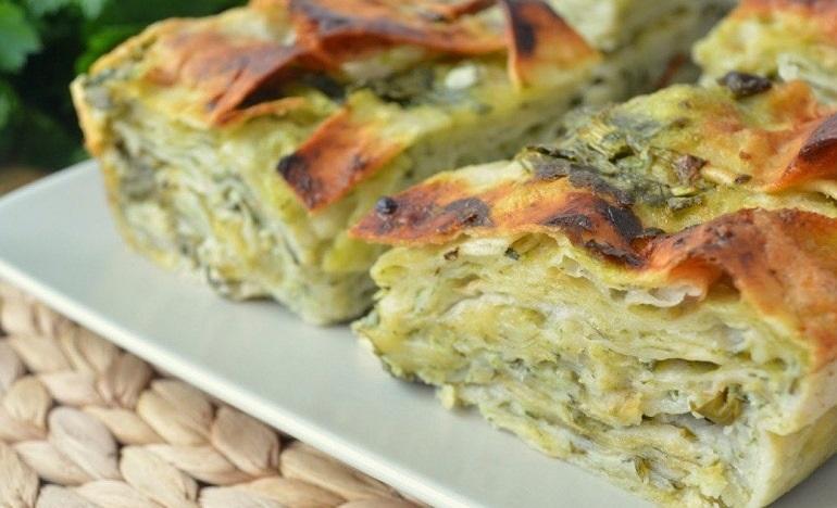 Чудесный пирог из лаваша с сыром и творогом: быстро и очень вкусно
