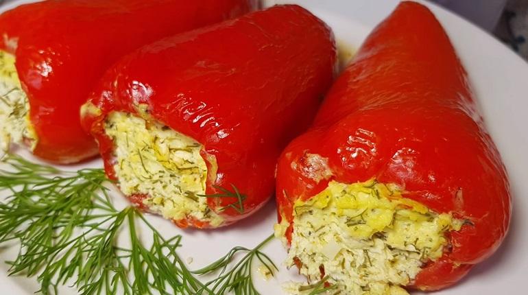 Новые фаршированные перцы с творогом и чесноком: отличная холодная закуска