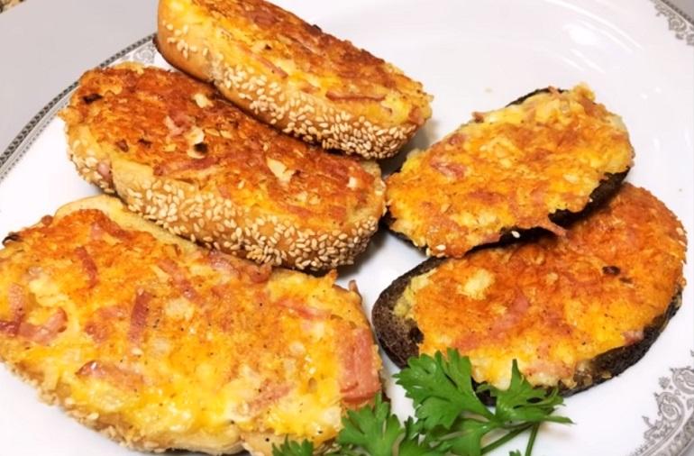 Горячие бутерброды с сыром и ветчиной: идеальный перекус