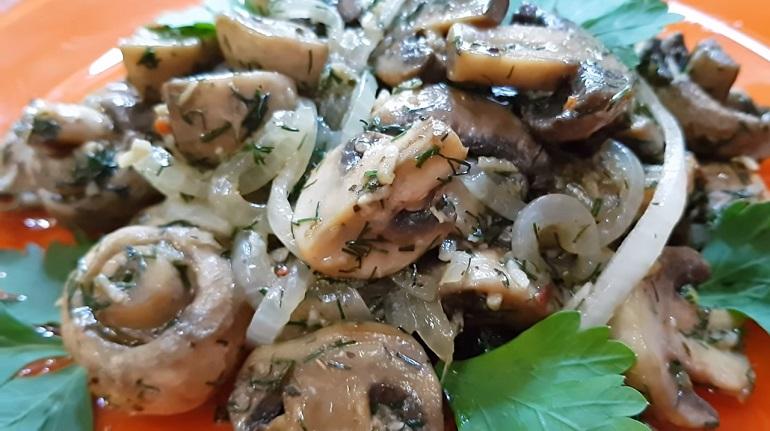 Маринованные грибочки за один час: обалденная закуска