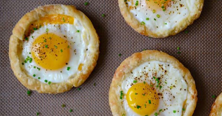 Быстрый завтрак - яичница в слоеном тесте