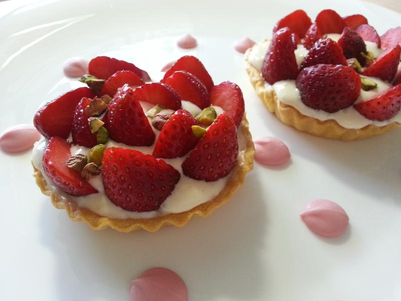 Потрясающие тарталетки с двойным кремом и ягодами