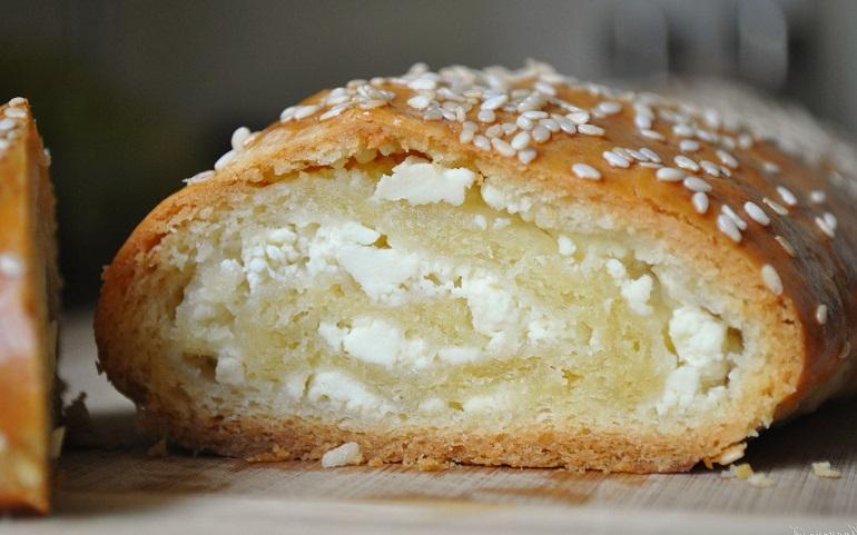 Шикарные булочки с творожной начинкой: устоять невозможно