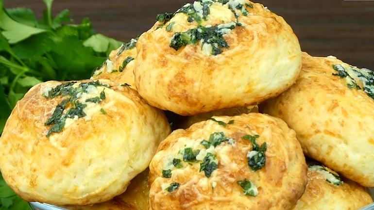 Соленое печенье с сыром и чесноком – идеальный перекус
