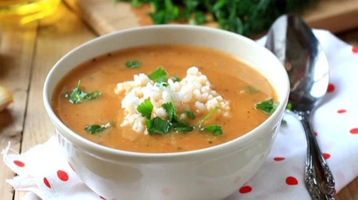 Томатный суп с рисом и чесноком: настоящая вкуснятина в пост