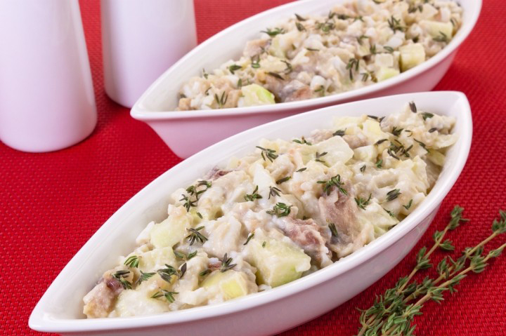 Простой и доступный каждому салат из сельди, картофеля и яиц
