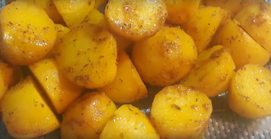 Очень вкусная, ароматная картошечка в духовке-все просят рецепт