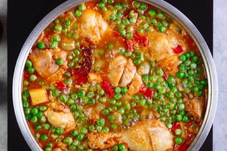 """Восхитительное рагу с курицей и овощами """"Афритада"""""""