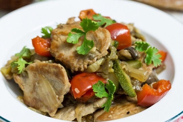 Вкуснейшее жареное мясо с овощами и грибами