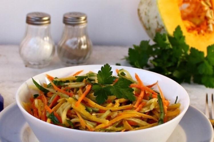 Витаминный салат из свежей тыквы