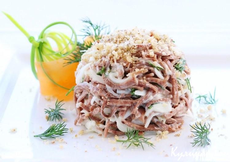 Сытный и полезный салат из говядины и орехов