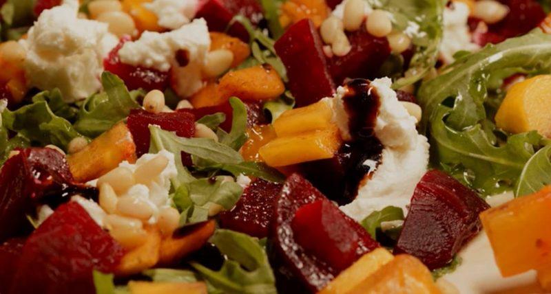 Вкуснейший салат из свеклы и хурмы