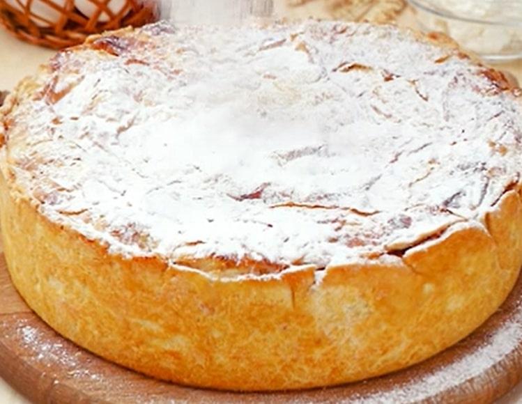 Отменный балканский пирог с творогом и яблоками
