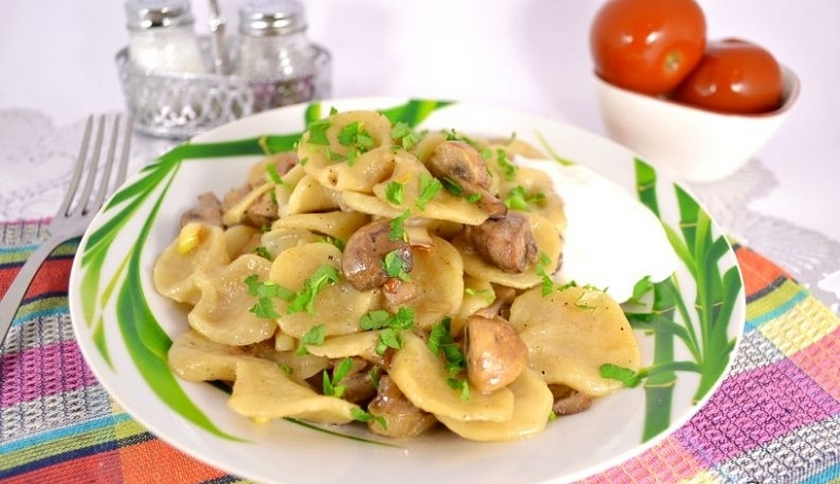 Блюдо из детства: ароматные галушки с грибами