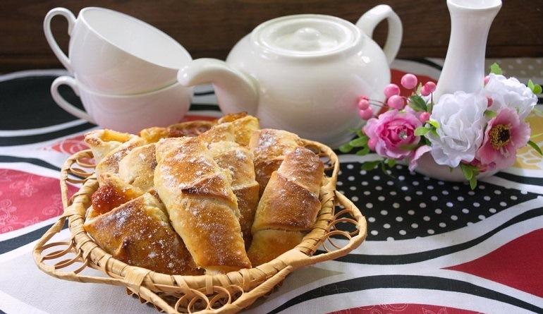 Ароматные яблочные рогалики: лучшая осенняя выпечка к чаю